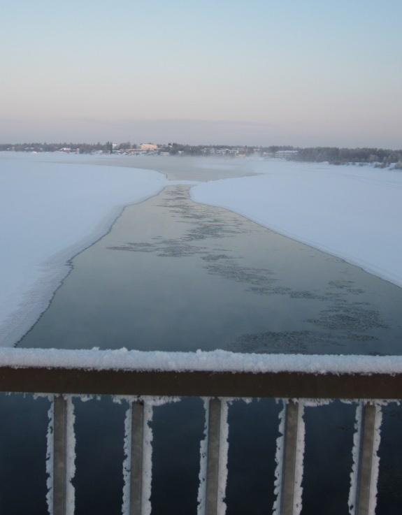 Denkend aan Tornio zie ik een machtige rivier traag door oneindig Lapland stromen