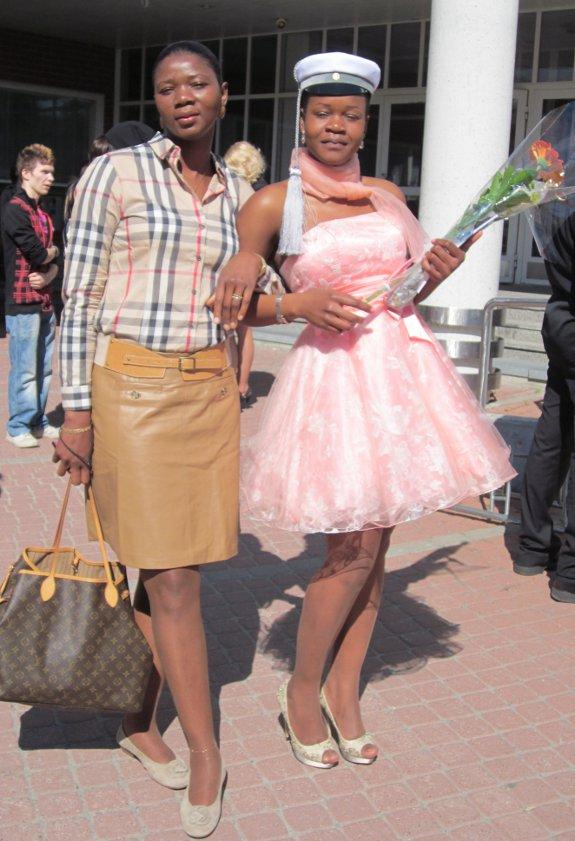 Moeder en dochter zijn nu beiden Finse diplomahouders.