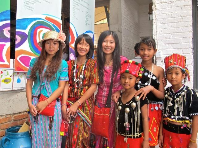Li Yang en meisjes