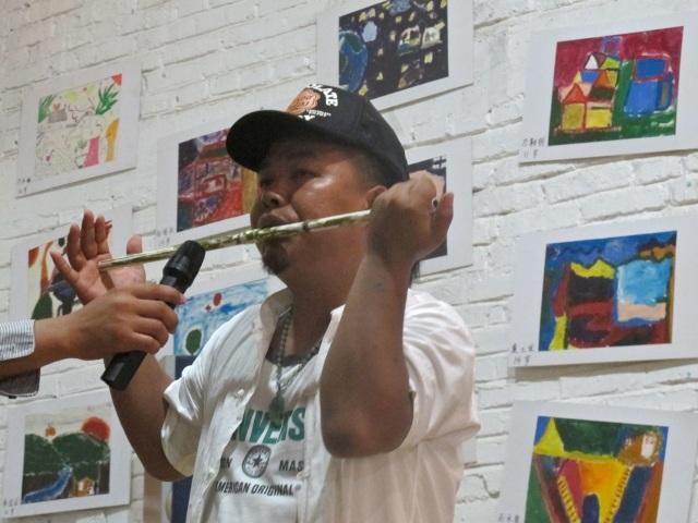 Onze vriend Pai Dvang, multi-instrumentalist en zanger